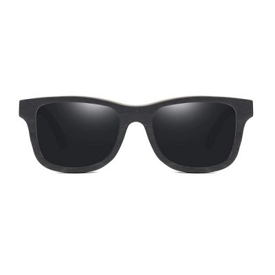 Fa napszemüveg gravírozott szárral